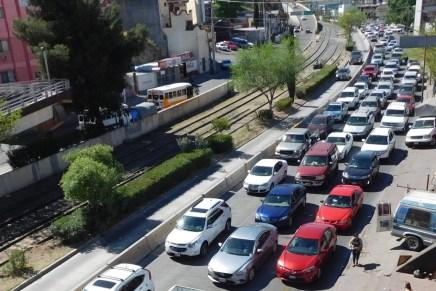 Caos vial por cierre temporal del cruce fronterizo en Nogales
