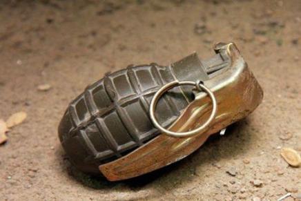 Sujeto harto de la música en alto volumen del vecino, le arroja una granada a su casa