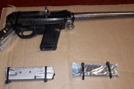 Incautan policías estatales armas de fuego y «blancas»
