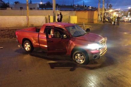 Otra balacera en Nogales, autoridades hallan abandonado pick up todo rafagueado en la 5 de Febrero
