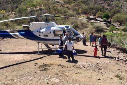 Llevan vacunas de la Secretaría de Salud en helicóptero a zonas de difícil acceso en Sonora