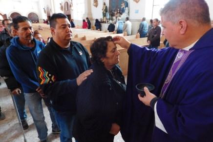 Acuden feligreses de Nogales a la imposición de ceniza