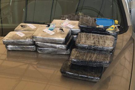 Detienen a dos estadounidenses con cargamentos de droga en retén