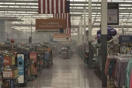 Evacuan a clientes y empleados de Wal-Mart, tras incendio provocado por niño de apenas 7 años
