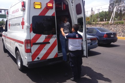 Lesionados dos menores en choque vehicular en la colonia Bolivar