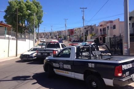 Dos ebrios al volante detenidos por chocar y causar daños