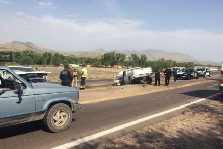 Dos lesionados, uno grave, deja choque de frente entre dos vehículos