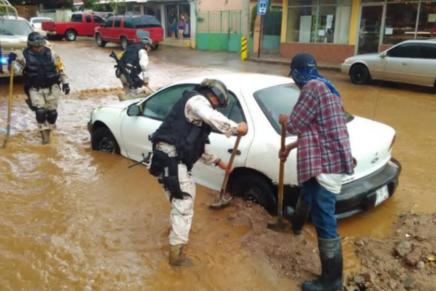 Sale el Ejército Mexicano a las calles para ayudar a los nogalenses afectados por las lluvias