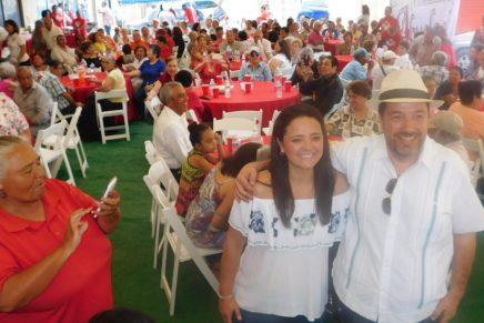 Apapacha el PRI Nogales a los abuelitos por su día