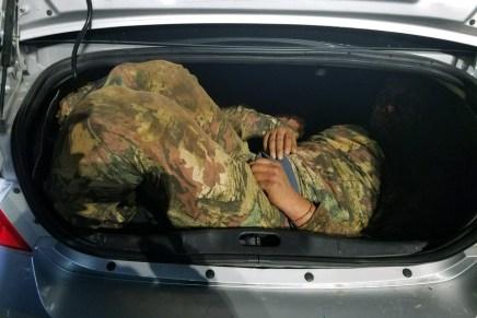 Atrapan a pareja de norteamericanos con migrantes mexicanos «encajuelados»