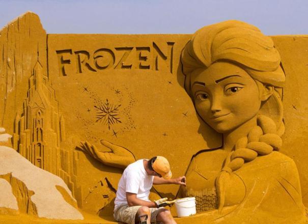 ФОТО ДНЯ: Бельгия: киногерои из песка