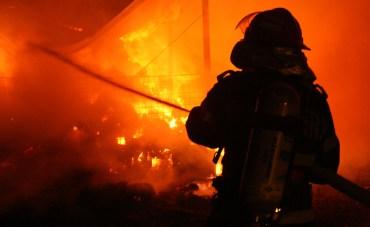 O femeie de 30 de ani a fost gasita carbonizata, intr-un incendiu produs azi noapte in Cadea