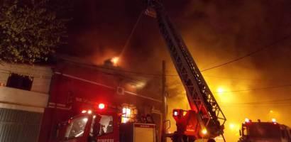 O tanara de 35 de ani din Ginta s-a spanzurat dupa ce si-a dat foc propriei case