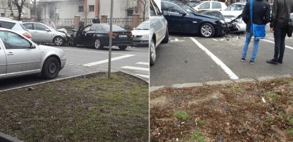 Accident frontal in apropeiere de Universitatea Oradea, 4 masini implicate. FOTO