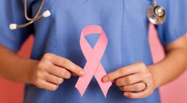 """Amplă acțiune de informare a populației din Oradea cu privire la prevenția cancerului de col uterin, în cadrul campaniei """"Protejează-i aripile!"""""""