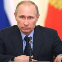El beso entre Vladímir Putin y Donald Trump que ha dado la vuelta al mundo
