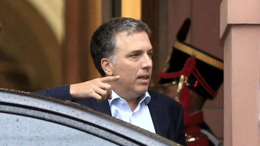 Dujovne viaja a Washington para negociar con el FMI