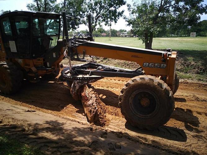 Arreglo y mantenimiento de calles en Paso de la Patria
