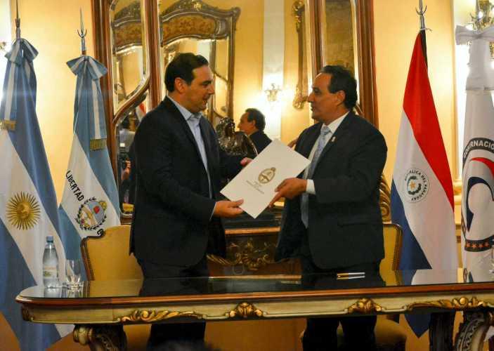 El gobernador Valdés profundizó lazos con Paraguay