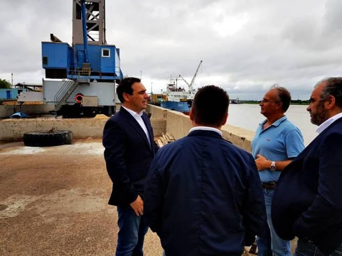 El gobernador Valdés recorrió el Puerto de Asunción del Paraguay