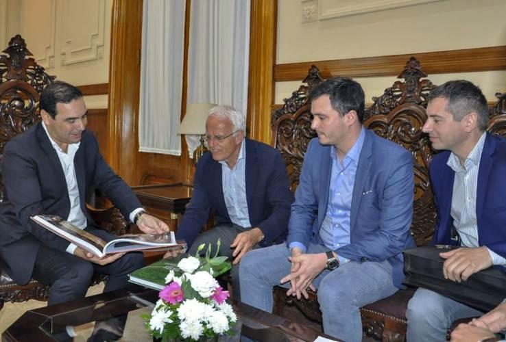 Valdés con empresarios europeos en Virasoro