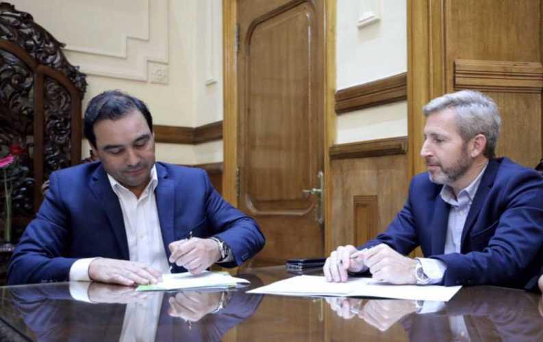 Valdés firmó convenios con Frigerio