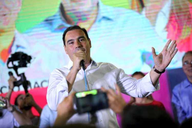 El Gobernador Gustavo Valdés llega a Paso de la Patria