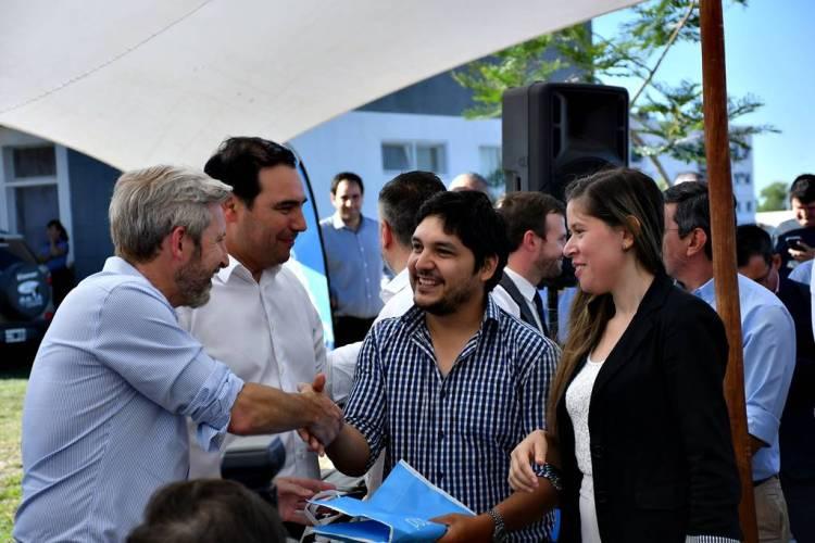 Valdés y Frigerio entregaron viviendas en Santa Catalina