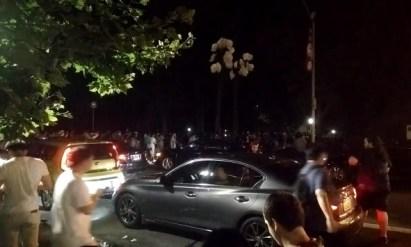 Mouvement de foule vers Central Park. A la chasse du Super Pokémon ! Circulation paralysée aux abords de l'événement imprévu.