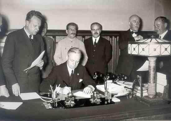 Imagini pentru Pactul Ribbentrop Molotov photos