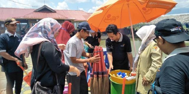 Aksi Bersih-Bersih Sampah Pelaku Usaha Pariwisata di Agrowisata Sawah Solok