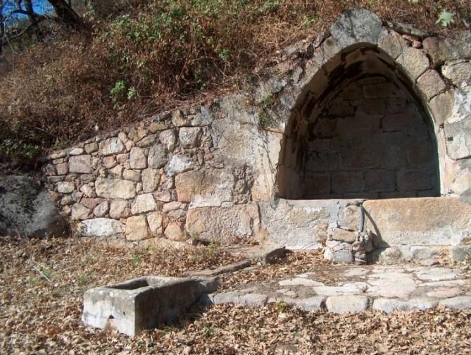 Fuente de la Pica, santibáñez el alto, raya, raia, sierra de gata, portugal, turismo