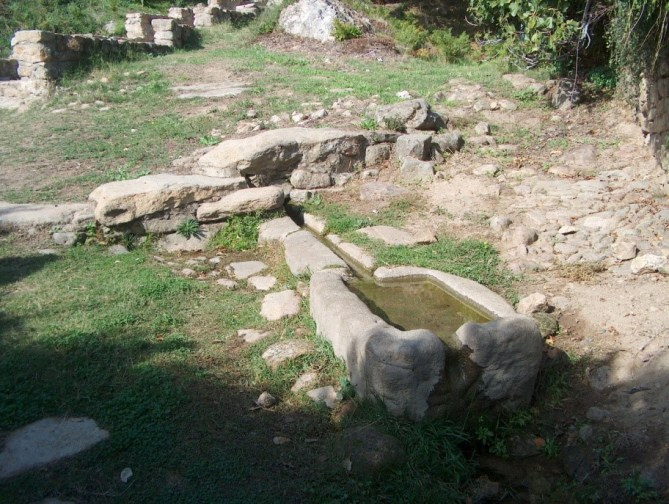 fuente, hoyos, sierra de gata, abrevadero, turismo, raya, raia, portugal