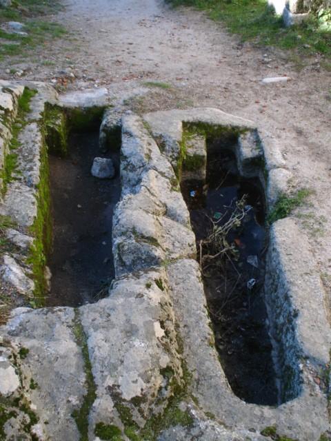 Resultado de imagen de CASTILLO DE TREVEJO tumbas antropomorficas