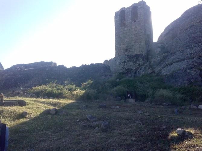 castillo monsanto campanario