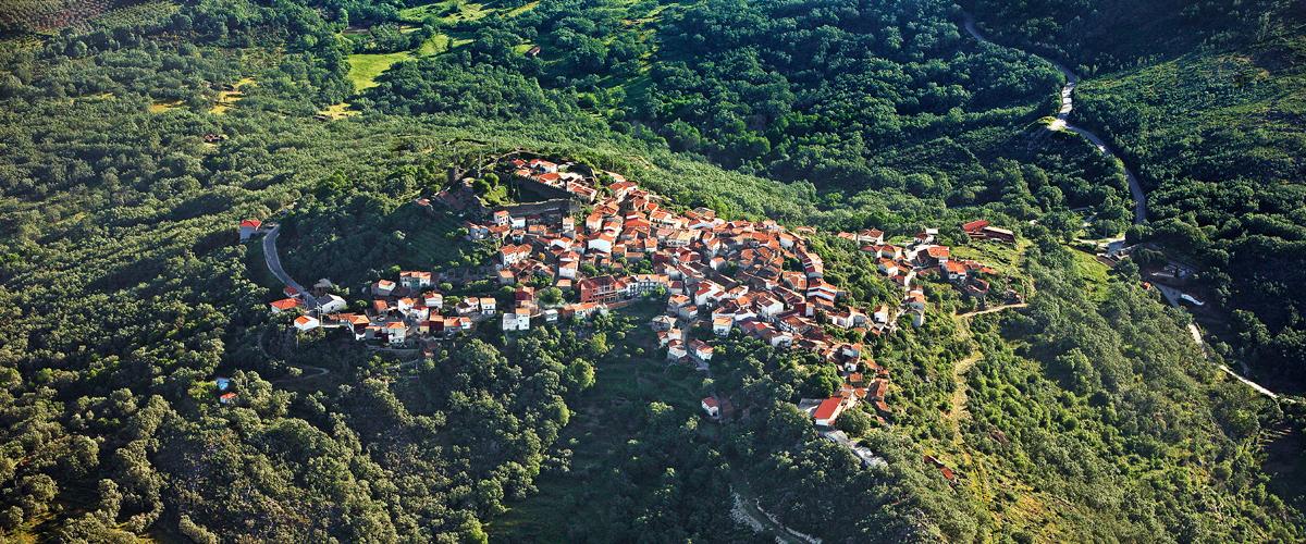 santibañez el alto vista aerea, vista aerea castillo, vista aerea pueblo, vista aerea paisaje