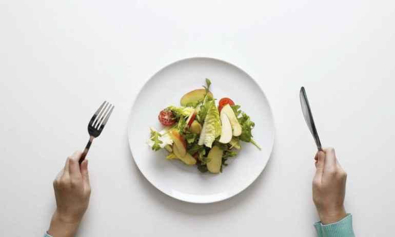 Как контролировать порции еды с помощью правильной посуды