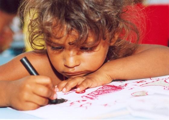 niño que dibuja