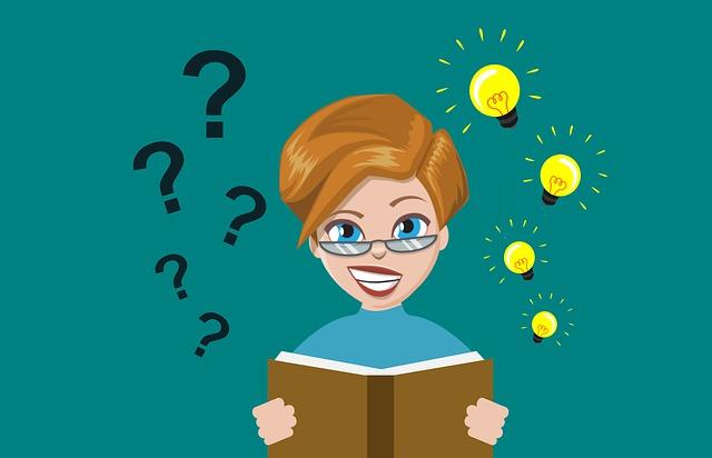 una mujer con un libro y signos de interrogación