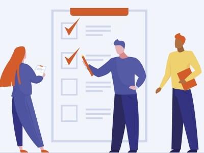 imagen que muestra tres personas contestando un formulario