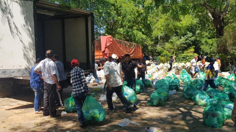 kits2 Yacyretá distribuye kits de víveres a organizaciones pesqueras