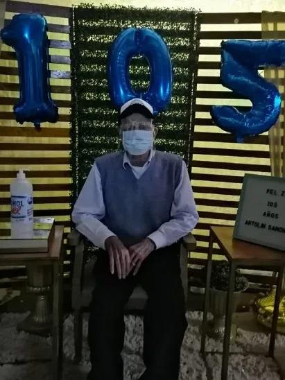Antolin Excombatiente cumple 105 años con delivery de asado a sus vecinos