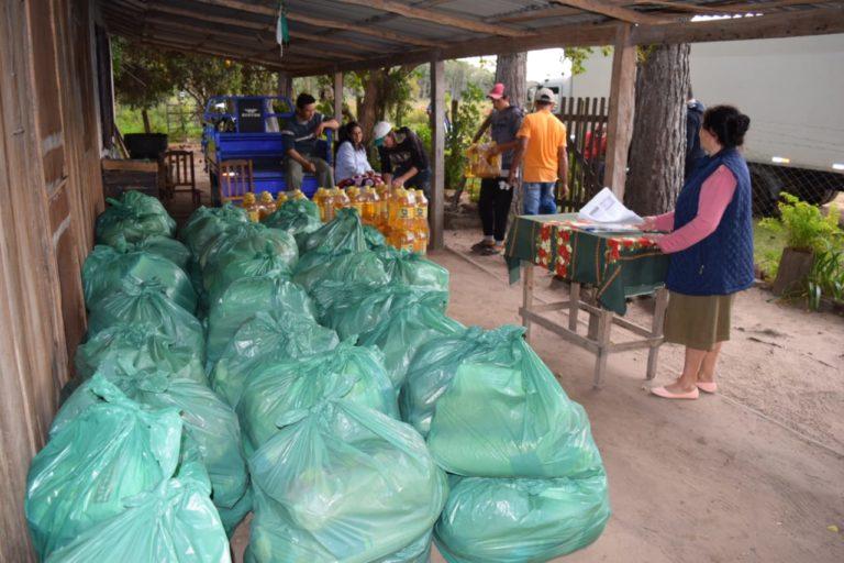 WhatsApp-Image-2021-07-26-at-16.40.141 El Gobierno Nacional, con inversión de la Entidad Binacional Yacyreta (EBY) procedió a la distribución de kit de víveres a 1045 familias de pescadores de la zona de Ayolas, Yabebyry y Atinguy-Itapúa.