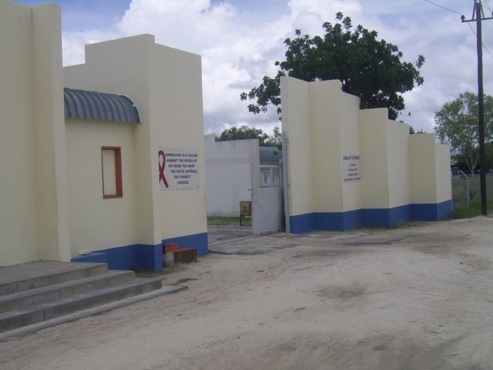 Oshana Directorate today declared immediate suspension face classes Mweshipandeka Secondary Secondary school Ongwediva