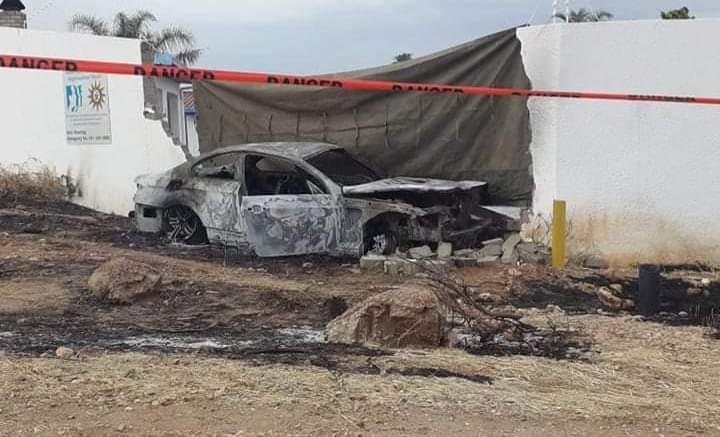 Occupants flee car crash flames crashing Pionierspark residential