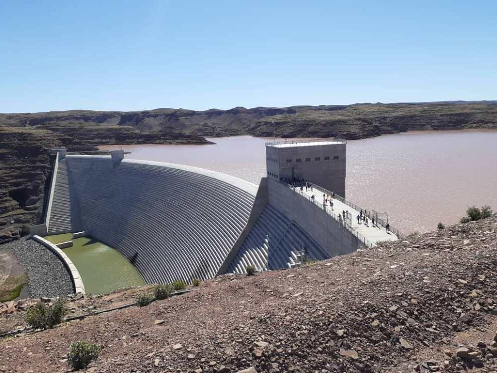 Dam wall leak normal engineering Neckertal Dam wall wet spot