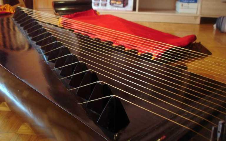 Kacapi bridges alat musik tradisional sunda