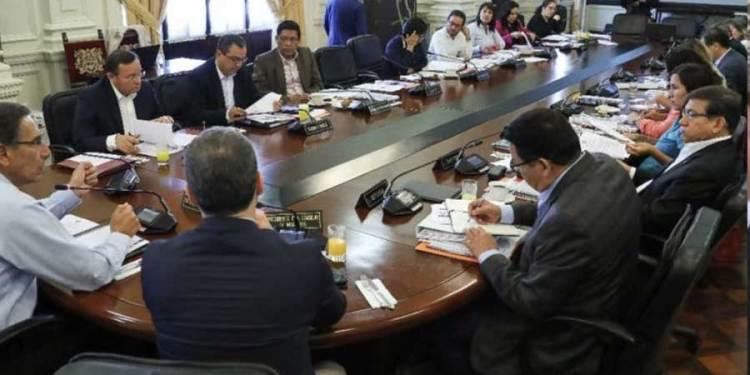 Martín Vizcarra evalúa junto a su equipo jurídico el cierre del Congreso