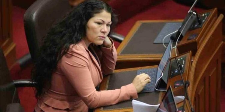 Suspenden por 60 días a la congresista Yesenia Ponce