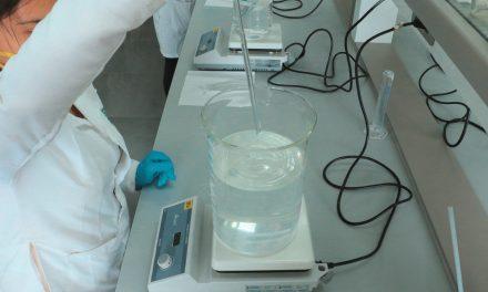 Alcohol artesanal decomisado se convierte en gel desinfectante